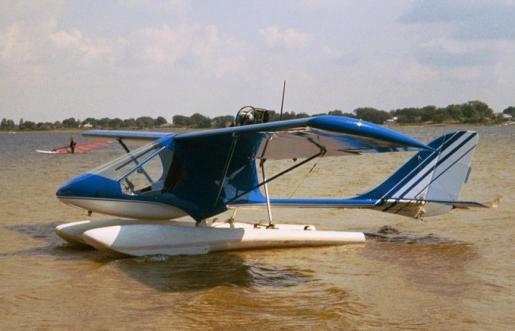 Tomahawk floats Skyboy of Treat Rayner