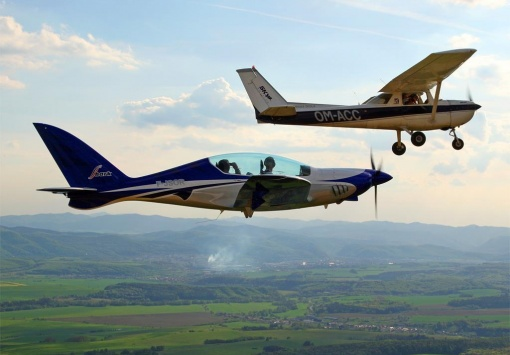 Shark 003 and classic Cessna 152
